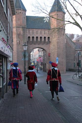 "2016-12-03 Sinterklaasstad-VraagAnthea (12) <a style=""margin-left:10px; font-size:0.8em;"" href=""http://www.flickr.com/photos/44627450@N04/31070300980/"" target=""_blank"">@flickr</a>"