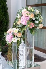 aranjamente florale nunta pentru intrare (IssaEvents) Tags: nunta decor sala aranjamente decoratiuni idei felinare dubai albe flori covor alb nunti valcea