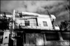 20161119-324 (sulamith.sallmann) Tags: athen attika blur building bw gebude greece griechenland haus house nacht nachts night schwarzweis sw unscharf wohnhaus grc sulamithsallmann