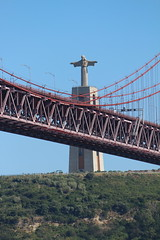 Golden Gate mit Christus (Sven Bonorden) Tags: lissabon portugal brcke hngebrcke tejo christus denkmal
