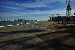 20161202_DP0Q6836 (NAMARA EXPRESS) Tags: street port quay sea coast evening winter fine outdoor color foveonclassicblue kobe hyogo japan foveon sigma dp0 quattro wide ultrawide superwide namaraexp