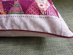 My berry coloured cushion (ompompali Claudia) Tags: triangles pillow patchwork cushion kissen patchworkcushions