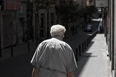 Experiencia (elmagodelabahia) Tags: madrid summer españa walking spain walk august paseo agosto elderly experience verano anciano tribunal malasaña edad experincia