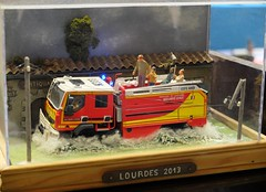 Diorama inondations Lourdes 2013 (xavnco2) Tags: show rescue france truck model flooding flood renault exposition camion fireengine feuerwehr diorama inondation lourdes arras vehicule pasdecalais 2015 vigilidelfuoco ccfs modélisme sauvetage sapeurspompiers eligor kerax dainville