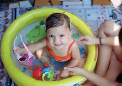 Maria praieira; (mendigodrogado) Tags: portrait baby film analog 50mm minolta kodak retrato 17 beb 100 filme analogica rokkor proimage xg9