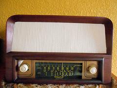 Bonito radio de bulbos hecho en Mxico (henkjav1) Tags: de antiguos radios bulbos