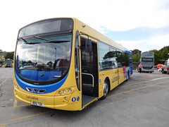 Transdev 1872 (Lancashire31) Tags: bus 1 eclipse united lancashire blackburn route wright b7 transdev intack