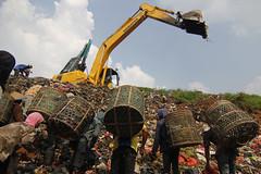 7 Fakta Soal Sampah TPA Bantar Gebang (effectgila) Tags: indonesia idn bekasi sampah jawabarat pemulung kemiskinan menekanangkakemiskinan angkakemiskinan kemiskinanindonesia langkahmenekankemiskinan tpasampah