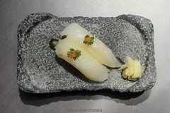 Momiji cocina japonesa (white fish niguiri) (MaxiKohan) Tags: food cooking valencia sushi cuisine japanese restaurant comida momiji japanesecuisine mercadodecolón niguiri cocinajaponesa maxikohanphotography