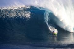 IMG_1675 copy (Aaron Lynton) Tags: peahi lyntonproductions canon 7d maui hawaii xll xxl bigwave big wave wsl surf surfig surfing jaws peahichallenge