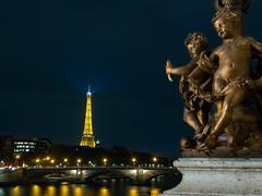 La tour Eiffel depuis le pont Alexandre III (Jeff la Brique) Tags: edge night blue water city street bridge river