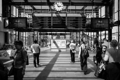 Malmo Centralstation (Michael Erhardsson) Tags: svartvitt malm centralstation mnniskor vntsal resenrer sommar resa stationsmilj station