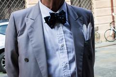 Modena, 2016 (Antonio_Trogu) Tags: italia italy emiliaromagna modena festival filosofia uomo man elegante elegant bowtie streetphotography candid urban antoniotrogu nikonafs35mm18 nikond3100 2016