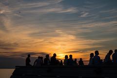 Sunset silhouettes (Infomastern) Tags: goodnightsunset malm titanic vstrahamnen hav mnniskor people sea silhouette siluett solnedgng sunset