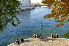 Paris, les quais de Seine depuis l'Île Saint-Louis (emilio59) Tags: paris seine quaideseine soleil sun couleurs colors myparisstyle urbanlandscape automne france fujixt1 bleu blue arbres trees nature