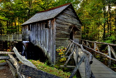 John P. Cable Grist Mill (Tom Mortenson) Tags: outdoor scenic gristmill cablemill smokies nationalpark color greatsmokymountains nationalparkservice autumn fall tennessee waterwheel water mill geotagged canon canon6d canoneos america usa digital northamerica 24105l usnationalpark rustic tranquil history antique watermill old oldbuilding structure cadescove cadescoveloop millcreek johnpcablemill