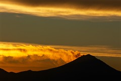 Beautiful sunrise this mornin (pedro vit) Tags: volcano volcanoes mountain mexico mexicocity sunrise clouds sky landscape