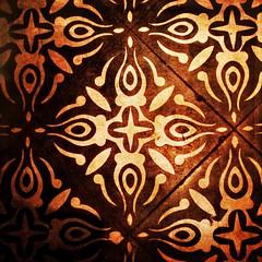 Floor tile (Caroline Oades) Tags: 20112016 325366 cotebrasserie floortile tile floor ceramic enlight stackables hipstamatic janelens indiofilm iphone5s glow texture