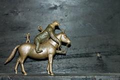Gorille (misterblue66) Tags: plasticart mixte cuivre copper kopperen plastic plastique jouet toy speel microcosme faller preiser figurine personnage cheval gorille skieur ski