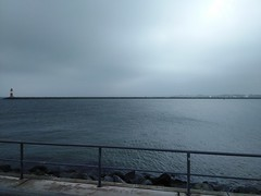 2016_10_27 1314 _01 (gruengrau) Tags: beach strand meer sea people rostock warnemnde water blue green blaugrn grnblau horizon landscape leuchtturm wasser ufer