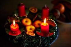Die zweite Kerze brennt (Helmut Reichelt) Tags: advent kerze licht geretsried bayern bavaria deutschland germany nikon d3 captureone8 colorefexpro4 dfine2 afsnikkor50mmf14g f14