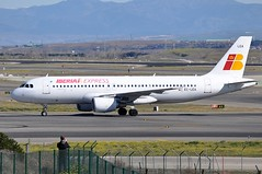 EC-LEA   MAD (airlines470) Tags: airport express msn mad a320 iberia 1099 a320214 echdo eclea