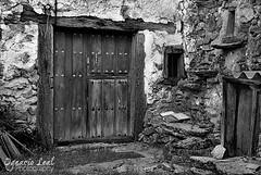 Textures (ILO DESIGNS) Tags: door blancoynegro rural arquitectura village textures pueblos puertas