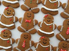 gingerbread people (sagodlove) Tags: ruffles gingerbreadmen bowties gingerbreadpeople girlswithpearls gingerbreadwomen ediblepearls decoratedgingerbreadcookies gingerbreadcouples