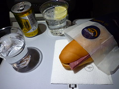 201510002 LH609 RUH-MUC snack (taigatrommelchen) Tags: food airplane inflight snack meal economy lufthansa dlh a330300 flyingmeals lh609 daikq ruhmuc 20151043