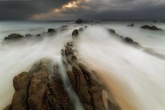 La cresta (Alfredo.Ruiz) Tags: autumn barrika bizkaia beach clouds coast flysch foam landscape nature ocean offshore rock sand sea sky spain sunset surf undercurrent waves