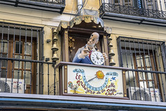 Madrid, calle de la Sal (ipomar47) Tags: madrid españa spain pentax k3ii calledelasal callesal carrillon windchimes mingote antoniomingote reloj clock hourglass sundial ruby10