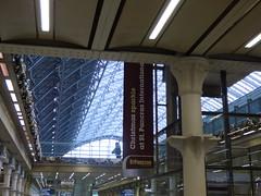 London St Pancras International Station (ell brown) Tags: eustonrd camden london greaterlondon england unitedkingdom greatbritain stpancras stpancrasstation stpancrasinternational londonstpancrasstation londonstpancrasinternationalstation eurostar kingscross midlandrd gradeilisted gradeilistedbuilding stpancrasstationandformermidlandgrandhotelcamden formermidlandgrandhotel railwayterminusandhotel trainshedterminusfacilitiesandoffices midlandgrandhotel georgegilbertscott williamhenrybarlow deepredgripperspatentnottinghambrickswithancasterstonedressings shaftsofgreyandredpeterheadgranite slatedroofs gothicrevivalbuilding terminusofthemidlandrailway euston kingscrossstpancras kingscrossstpancrasundergroundstation sign statue bronze thebetjemanstatue johnbetjeman sirjohnbetjeman martinjennings banner