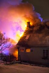 lmh-rundtjernveien106 (oslobrannogredning) Tags: bygningsbrann brann brannvesenet brannmannskaper slokkeinnsats brannslokking brannslukking