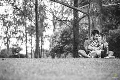 OF-precasamento-BarbaraRenan-241 (Objetivo Fotografia) Tags: précasamento prewedding wedding casamento bárbaramacedo renan amor love bride flower flor amizade cumplicidade friends boyfriend girlfriend namorado namorada noivo noiva noivos areia mar praia pedras sorrisos verde planta folhas galhos água vestido camisa paisagem piquenique cachorro família grama