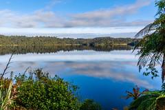 Reflejos en el lago Ianthe (Andrs Guerrero) Tags: ianthe lago lake lakeianthe newzealand nuevazelanda westcoast oceana oceania reflejos reflejo revelar reflected reflection mirror espejo agua water airelibre