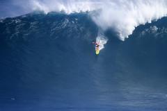 IMG_2016 copy (Aaron Lynton) Tags: peahi lyntonproductions canon 7d maui hawaii xll xxl bigwave big wave wsl surf surfig surfing jaws peahichallenge
