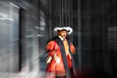 Henry VIII and the time tunnel (ralcains) Tags: sevilla seville siviglia andalousia andalucia andalusia andaluca spain espaa opera espectacles espectculos espectaculo oper donizetti annabolena bolena canon eos5d tunnel timetunnel henry henryviii zooming