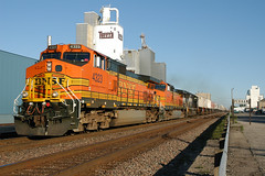 BNSF 4323 (dan mackey) Tags: bnsf burlingtonnorthernsantafe westbound intermodal minnesota perham perhamminnesota