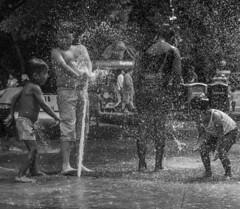 DIVERSIÓN (BrallanPhoto) Tags: brallanphoto photo niños felicidad people blackandwhite children guatemala shutterguatemala