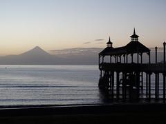 meet under the sun and meet me again, in the rain (Lívia.Monteiro) Tags: chile travel beach sunrise frutillar
