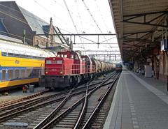 DBS 6515+6511 op station Roosendaal (Allard Bezoen) Tags: station train db loc bahn trein dbs deutsche roosendaal schenker 6400 6500 6515 6511 dieselloc ketelwagens ketelwagen keteltrein