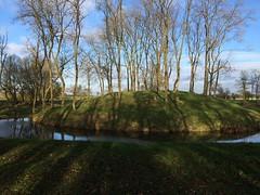 Prospect mound, Lyveden (dark_dave25) Tags: new november cold sunny national trust sloes 2015 lyveden bield