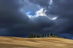 Bluish (Nora Bo) Tags: sky italy blu tuscany leaden