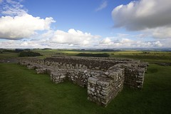 Housesteads Roman Fort, Hadrian's Wall (chris.ph) Tags: romanfort hadrianswall england ruins countryside landscape clouds sky northumberland unitedkingdom canon6d ef1635mmf4lisusm