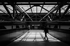 Switch bridge (Spannarama) Tags: tatemodern switchhouse london uk bridge beams supports blackandwhite lightandshadow sunlight shadows people walking crossing walkway lightanddark