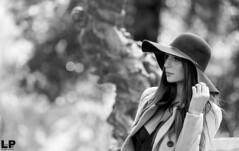 Veronica (kant53) Tags: modella monocromo ragazza ritratto posa portrait persona esterno lucenaturale cappello bw biancoenero