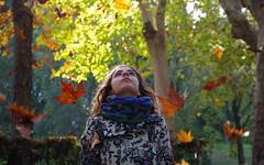 Sognare ad occhi aperti  ... Daydreaming (Marco_964) Tags: foglie vento autunno ritratto colori donna wind autumn colors woman portrait pentax leaf tree alberi verdi parco park sognare dream