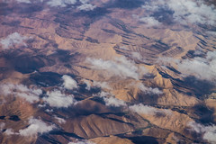 Flying over Afghanistan I (Aicbon) Tags: verde aerea afganistan mountains montaas desierto nubes avion vuelo fly asia orientemedio ventanilladeavin afghanistan