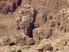 Petra vanaf de weg gezien (met goede zoooom :))