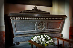 Sarcophagus (Franco D´Albao) Tags: francodalbao dalbao fuji sarcófago sarcophagus cama bed muerte death caja box rip dep final end nada nothing